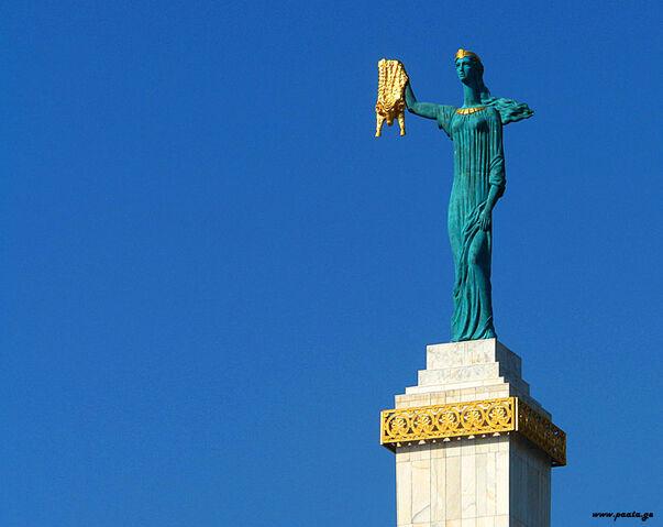 File:Medea statue in Batumi, Georgia.jpg