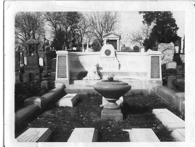File:Houdini Gravesite.jpg