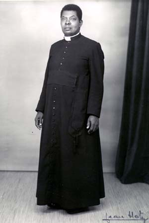 File:Cassock priest french african.jpg