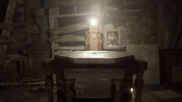 File:RE7 Lantern 2.jpg