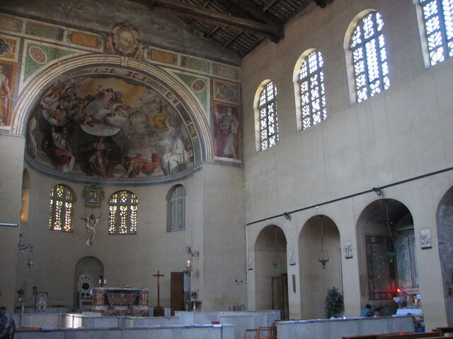 File:Nave toward apse.JPG