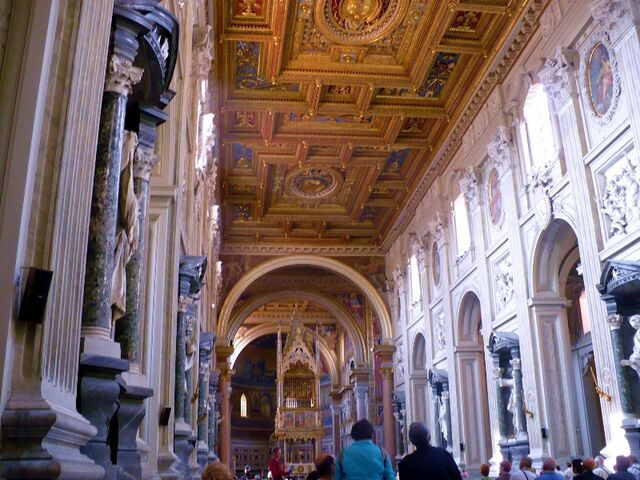 File:The elaborate ceiling of the nave of St John Lateran -Rome- Oct. 2008 (800x600).jpg
