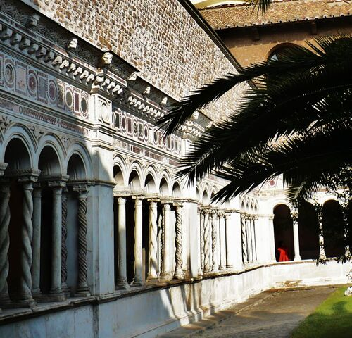 File:The Cloister at St John Lateran, decorated in the Cosmatesque style by the Vassalletti Family -4 (2).jpg