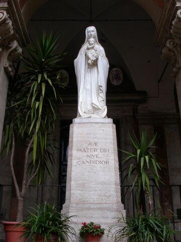 File:2011 Eusebio, statue.jpg