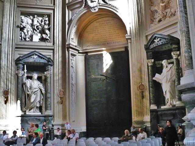 File:BASILICA of ST JOHN LATERAN -Rome- Oct. 2008 406 (19).jpg