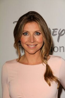 SARAH-CHALKE-ABC-Disney Press Tour 535x802