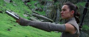 Rey returns lightsaber TFA.png