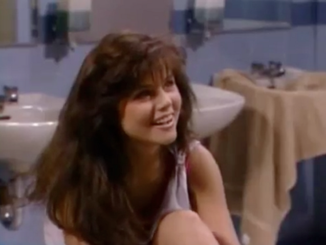 File:S1 -Ep 4 -12 kelly.png