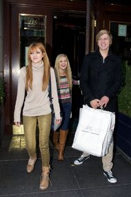 Bella-thorne-with-boyfriend-shopping