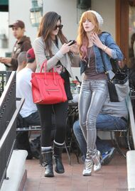 Bella Thorne Lunch14