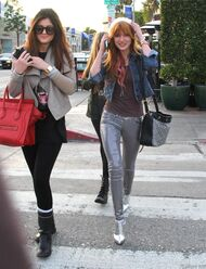 Bella Thorne Lunch2