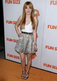 Bella-thorne-Funsize-event-(2)