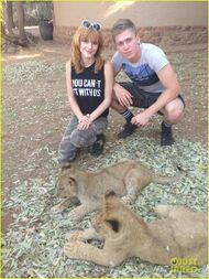 Bella-thorne-and-tristan-with-newborn-cub-(3)