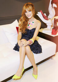 Bella-thorne-RDMA-BeautySeat