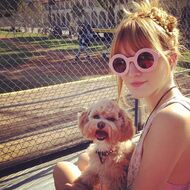 Bella-thorne-with-her-puppy-(2)