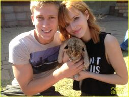 Bella-thorne-and-tristan-with-newborn-cub-(2)