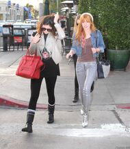 Bella Thorne Lunch3