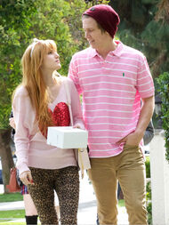 Bella-thorne-with-boyfriend (9)