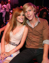Bella-thorne-do-something-awards