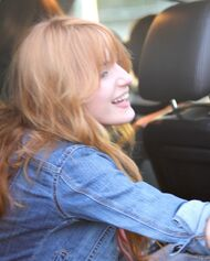 Bella Thorne Lunch23