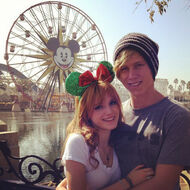 Bella-thorne-at-disneyland-with-boyfriend