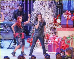 Zendaya-toys-for-teens-event-performer-11