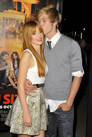 Bella-thorne-kiss-forehead