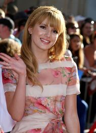 Bella-thorne-at-the-Disney-Planes-premiere-(5)