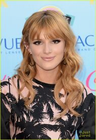 Bella-thorne-TeenChoiceAwards2013-JustJared2013-(2)