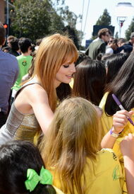 Bella-thorne-at-the-kids-choice-awards (3)