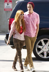 Bella-thorne-with-boyfriend (3)