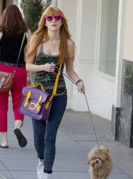 Bella-thorne-pink-sunglasses-with-Kingsotn