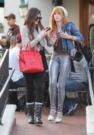Bella Thorne Lunch10