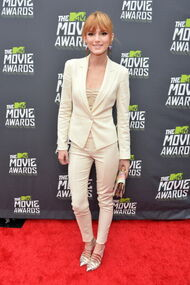 Bella-thorne-MTV-Movie-Awards-(2)