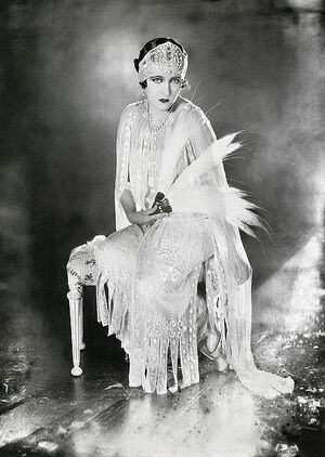 427px-Gloria Swanson-James Abbe 1921