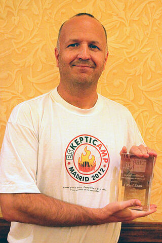 File:400px-Reed Esau with TAM award.jpg