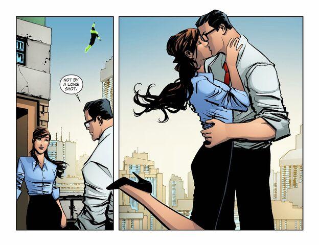 File:Smallville - Lantern 012-016.jpg