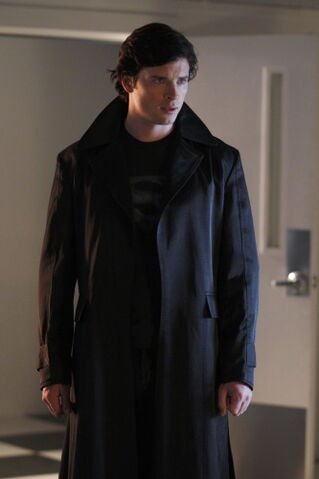 File:Tom-Welling-as-Clark-Kent-on-Smallville-01.jpg