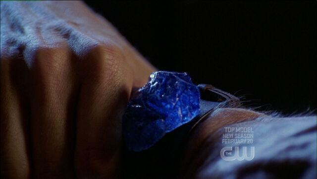 File:Dax-Ur blue k bracelet.jpg