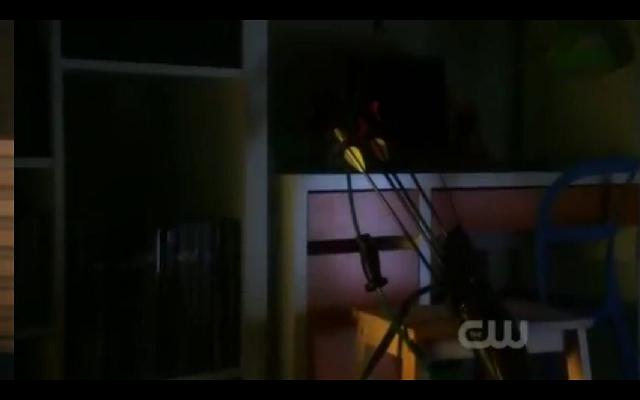 File:Chloe's son arrows.png