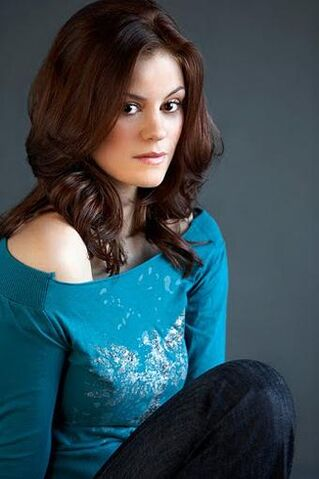 File:Cassidy freeman-smallville season 10-8-1-.jpg