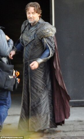 File:Russell-crowe-man-of-steel-set-image-3.jpg
