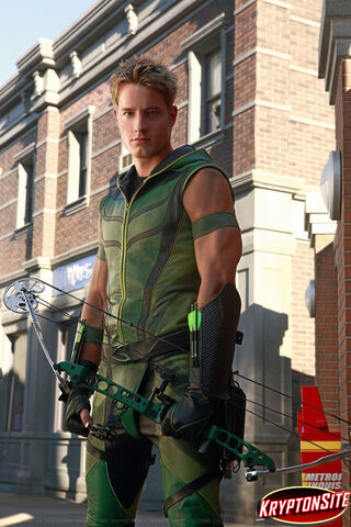 File:Oliver-Queen-AKA-Green-Arrow-smallville-3635807-760-1140-1-.jpg