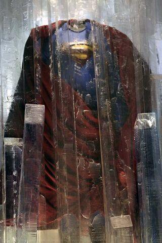 File:Smallville-Superman-suit.jpg