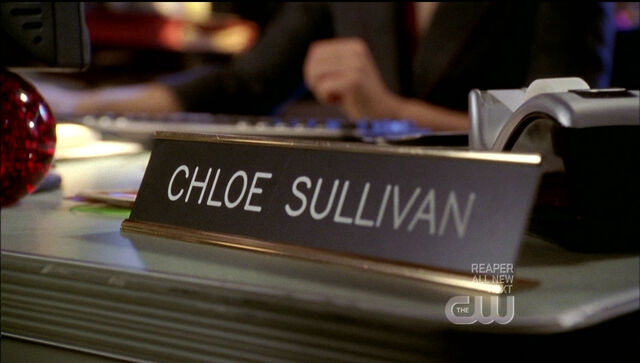 File:Chloe desk.jpg