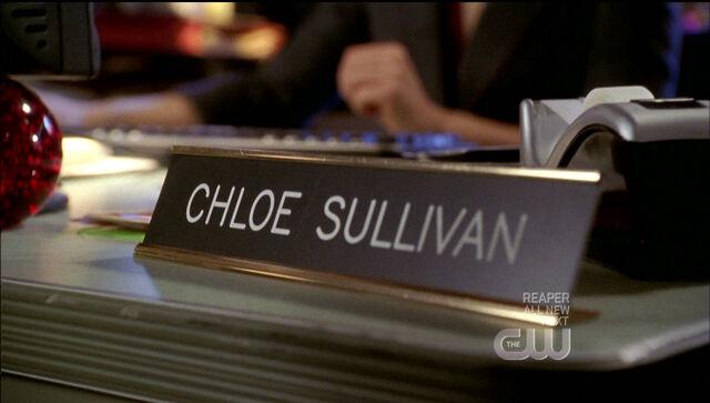 File:Chloe desk.jpg