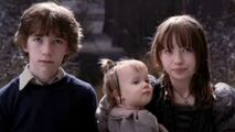 The-Bad-Beginning-violet-klaus-and-sunny-baudelaire-28090269-668-377