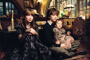 Violet-Claus-Sunny-in-Uncle-Montie-s-House-violet-baudelaire-14731576-1400-931
