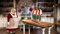 Mrs-claus-and-the-elves-12-17-16