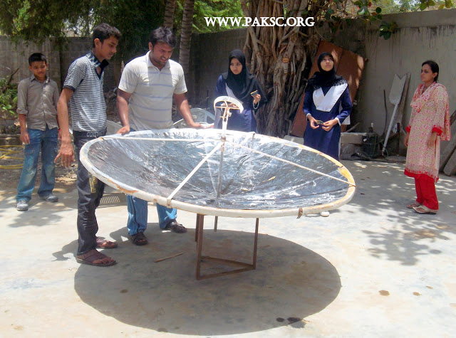 File:Para bolic solar cooker remaking school students (24).JPG